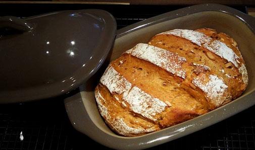 Hier siehst du ein Karotten-Walnuss-Brot aus dem kleinen Zaubermeister von Pampered Chef® #Pamperedchef #Zaubermeister #Brot #Martina_Ziehl #Zauberhafte_Leckereien_mit_Martina_Ziehl #Steinbackofenbrot #Lily_Brotbackform #Brotbackform