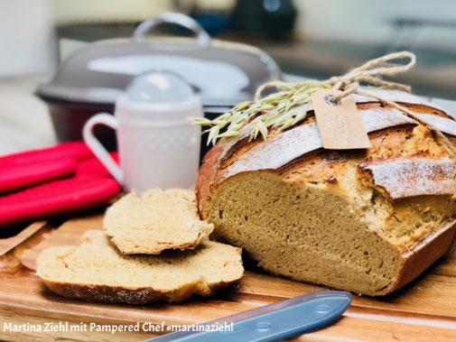 Ein Brot für starke Kerle - ein Brot mit einem besonderen Untergeschmack, das habe ich heute für euch gebacken und natürlich auch wieder bei YouTube verfilmt. Gebacken wurde das Senfbrot im Ofenmeister von Pampered Chef #martinaziehl #pamperedchef