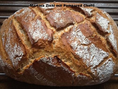 Hier sehen Sie das wunderbare Pamperedchef Kartoffelbrot das im Ofenmeister gebacken wurde.