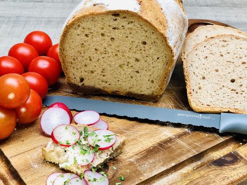 Glutenfreies Brot das super lecker schmeckt. Gebacken mit dem Smartmehl das es schon fertig gemischt zu kaufen gibt. Gebacken habe ich mein Brot im kleinen Zaubermeister Lily von Pampered Chef