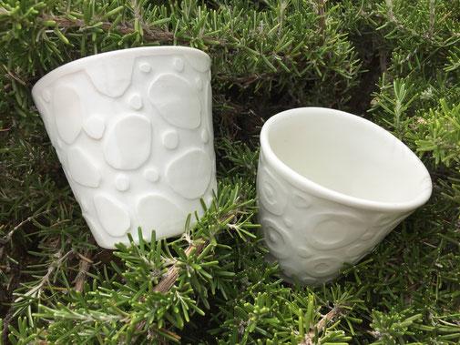 Gobelets en porcelaine. Brigitte Morel