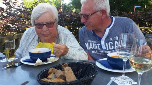 Uit eten met mensen met dementie