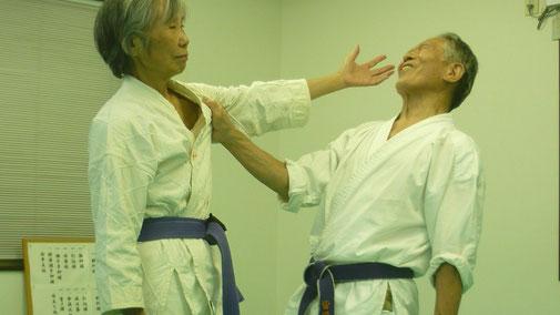 当身:目潰し 千葉県鎌ヶ谷市の女性師範道場 八光流柔術健心会道場です