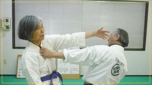 胸押捕:目潰し 千葉県鎌ヶ谷市の女性師範道場 八光流柔術健心会道場です