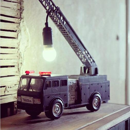 Ich war eine Dose, Spielzeugauto, Spielzeugkran, Lampenmittwoch, Lampe, Do it yourself, DIY, Inspiration, Basteln, Selbermachen, Zero Waste, zerowaste, müllfrei, Umweltschutz, Spielzeug, Nachttischlampe