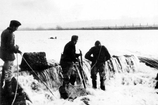 Pioniere aus Höxter sprengen das Wehr (1935/36)