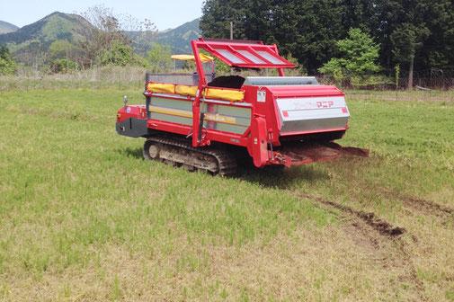 マニアスプレッタで堆肥を散布