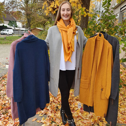 Onlin-Shop momao.de mit Strickjacke Noor der Firma lot83