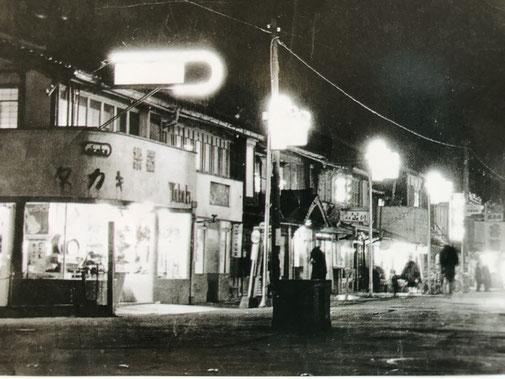 写真は昭和30年代、松江市の朝日町十字路付近
