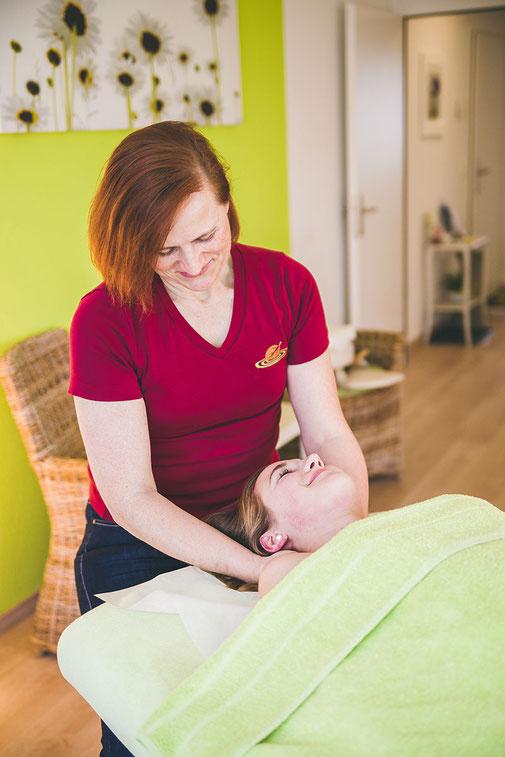 Medizinische Massagen mit Schröpfen, Triggerpunkt-Therapie oder Breuss in der Naturheilpraxis Moni Näf in Muri, Freiamt