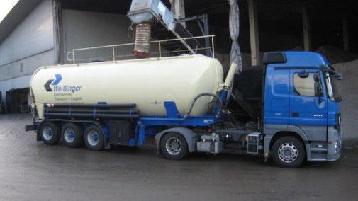 Salzkontor Schmid in Stuttgart Fellbach - Transport LKW für Salzsole - Salzgroßhandel für Auftausalz und Streusalz. Winterdienst für Kommunen und Gemeinden.
