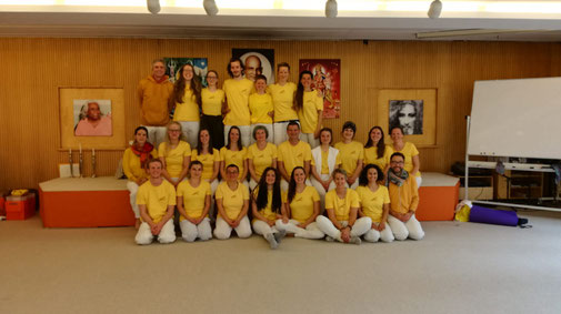 Die Teilnehmer der Yogalehrerausbildung vom März 2019, welche die kompletten 4 Wochen am Stück gerockt haben. Gratulation!