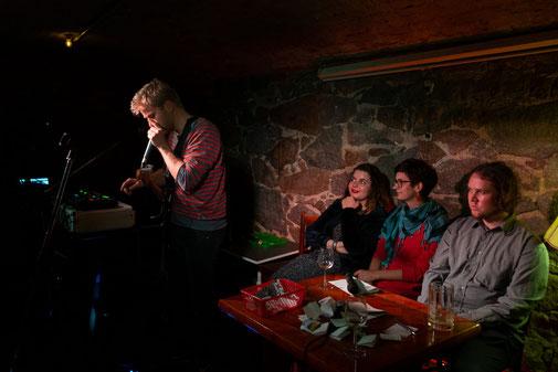 Phonetics, Marsha Richarz, Sarah Teicher und Jan Lindner im Gewölbekeller des Beyerhaus'. Foto: Jens Burkard