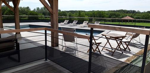 aménagement abors d'une piscine terrasse bois