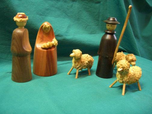 Krippenfiguren aus verschiedenen Hölzern auf Bestellung