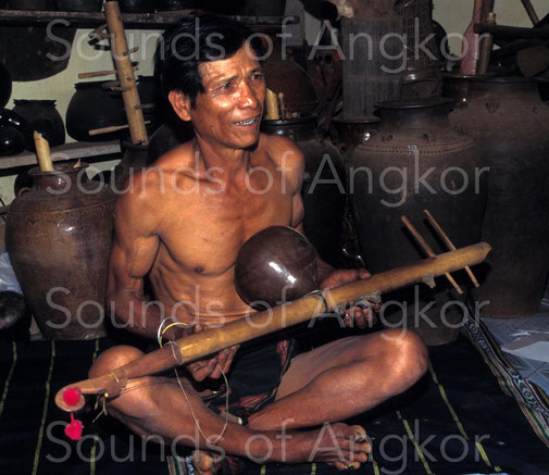 Brok zither. J'rai. Vietnam.