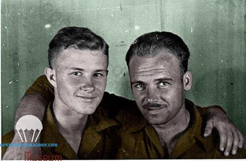 émouvante photo prise le 29 mai 1944 de Kid KARSEN et Ed CAHOON.(colorisation Marc Colmenar)