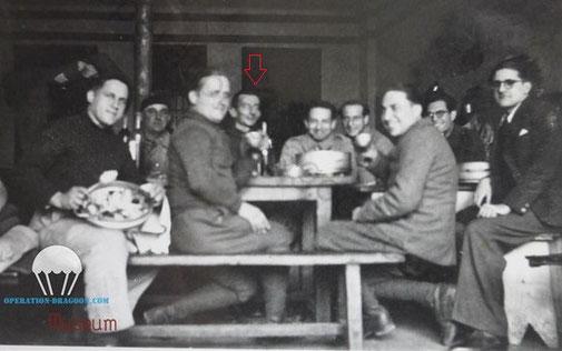 Vendredi jour d'aïoli !! Les prisonniers du sud de la France du camps de prisonniers réunis pour le repas provençal.