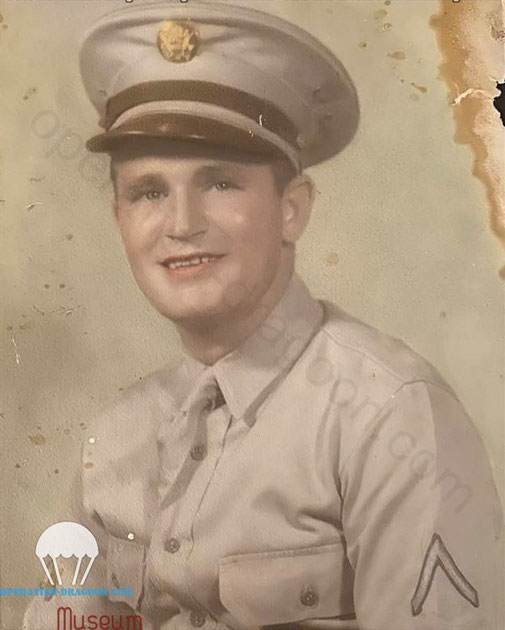 Earl T. HADLEY, portrait, very early picture when he joinned the US Army.