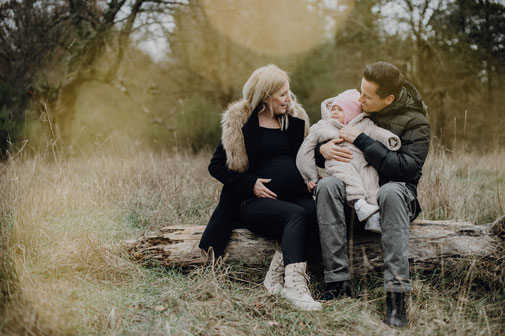 Outdoor Babybauch Familienshooting
