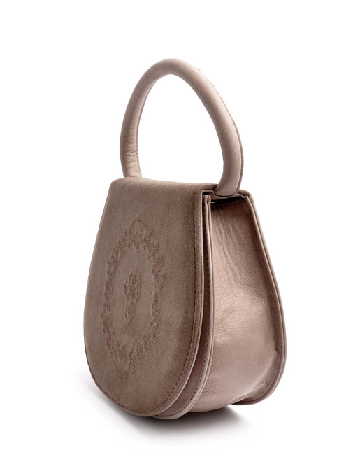 taupe Dirndltasche Trachtentasche  aus echtem Leder  mit Rosenstickerei . OWA Handarbeit Ledermanufaktur