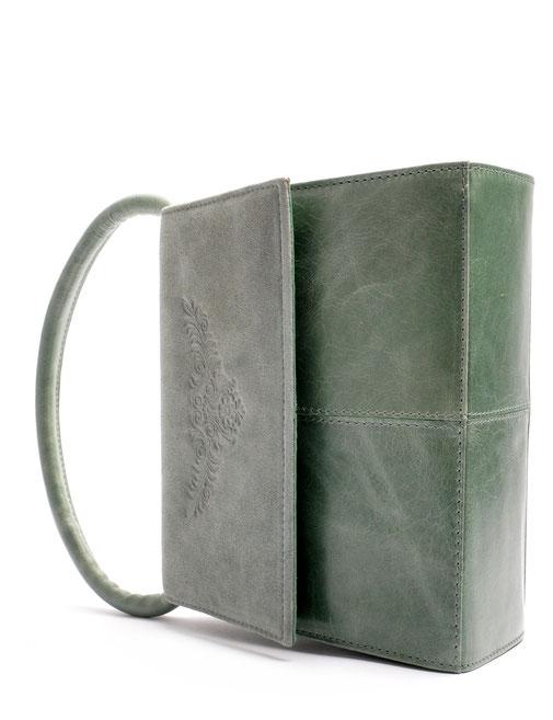 reizende Trachtentasche Dirndltasche mit Prägeng. Leder Farbe grün petrol . OWA Tracht Handarbeit