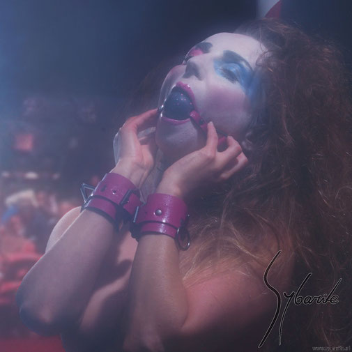 glitter gag pink ballgag pink leather ball gag pink patent leather gag pink ball gag roze ballgag roze leren gag rose ballgag rose gag lederen ballgag roze leren ballgag roze gag roze ball gag lakleren ballgag roze glitter ballgag