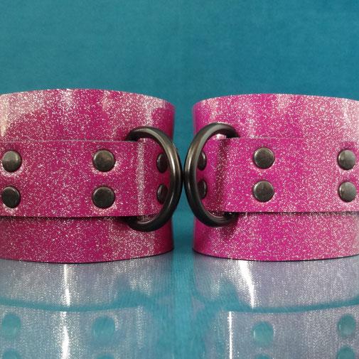 candy cuffs purple handcuffs purple glitter wrist cuffs leather wristcuffs leren handboeien lederen polsboeien paarse polsboeien paarse handboeien bdsm paarse boeien sub slaaf slave bondage cuffs paars
