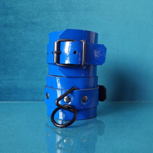 Candy Cuffs blue handcuffs blue leather cuffs blue wrist cuffs blue leather wrist cuffs blauwe handboeien blauwe leren boeien blauwe polsboeien blauw lederen polsboeien