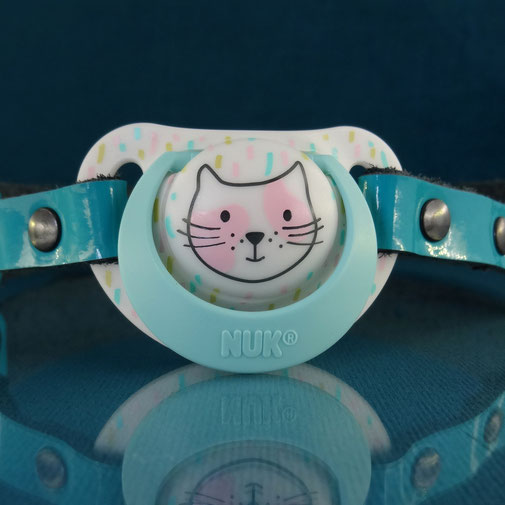 pacifier gag blue pacifier gag blue leather pacifier gag paci gag hello kitty pacifier gag adult pacifier gag blauwe fopspeen gag blauw leren gag blauwe hello kitty gag leren fopspeen gag ddlg gag abdl gag abdl pacifier ddlg pacifier ageplay pacifier gag