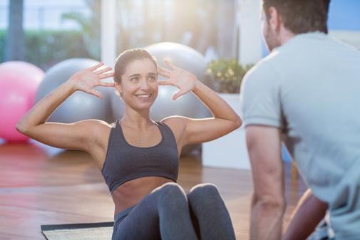 Fitnessraum mit Fitnessgeräten