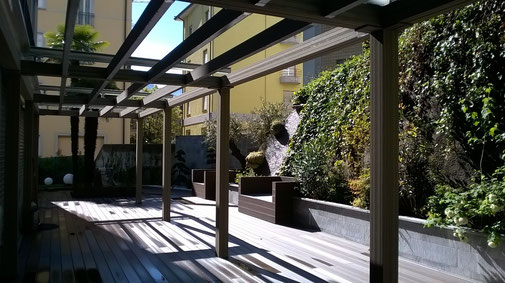 WPC Kombi: Terrasse, Pergola & Sichtschutz