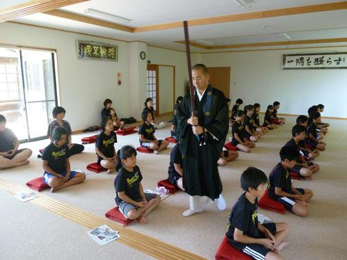 会津の小学生への座禅指導