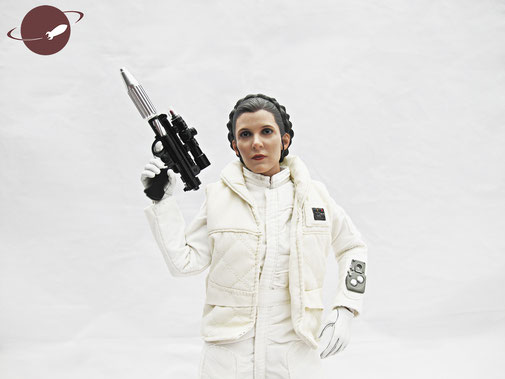 Hot Toys Princess Leia Hoth Outfit Sixth Scale Figure Unboxing Review FANwerk Posing