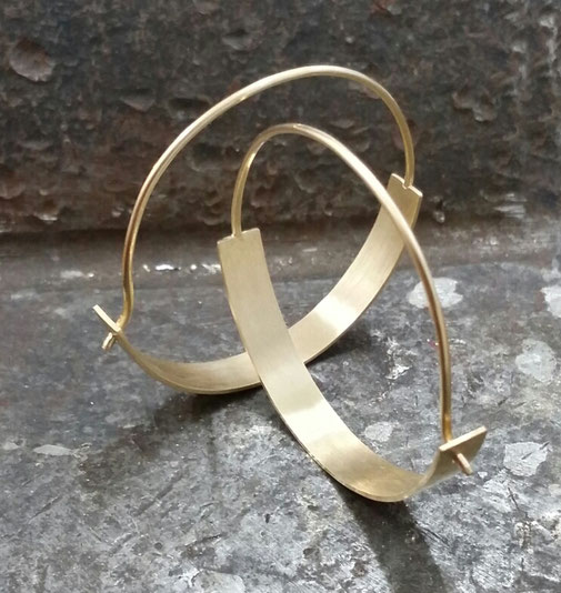 Creolen, gold, minimalistisches design, simpel, schmuckdesign düsseldorf, maren düsel, zeitgenösisches design, handgefertigt