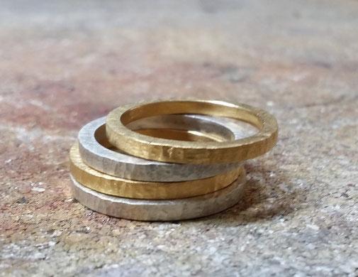Ringe, 925er silber, 18kt goldplattiert, struktur, hammerschlag, zeitgenössisch, schmuckdesign, düsselsorf
