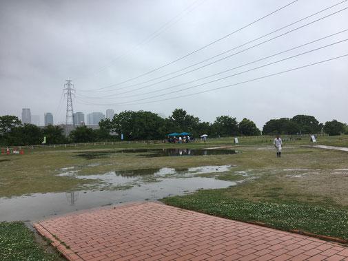 雨の日のバーベキュー会場(淀川)