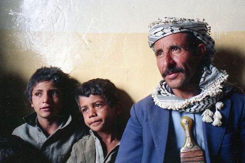 ein stolzer jemenitischer Familienvater