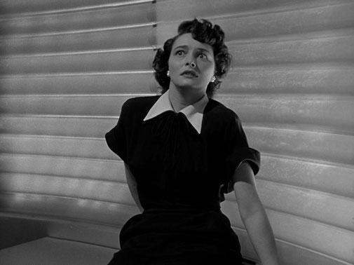Helen Benson (Patricia Neal) devra affronter sa peur du robot pour sauver son ami Klaatu