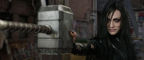 Cate Blanchett (Hela)