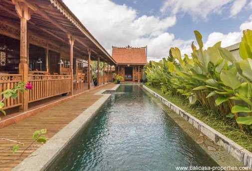 Ubud very well decorated wooden villa for sale