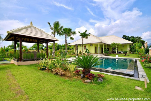 Umeanyar 3 bedroom villa near the beach and surrounded by rice paddies.