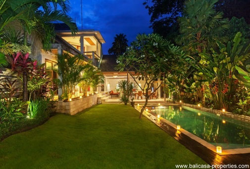 Batu Belig 3 bedroom villa for rent on a walking distance from the beach.