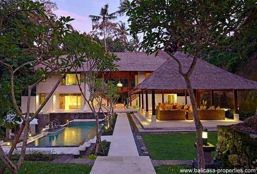 Cepaka villa for sale with a large piece of freehold land and 6 bedrooms.