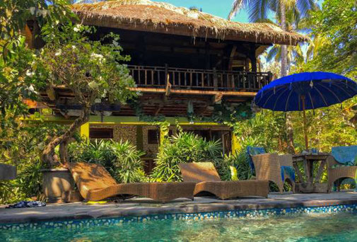 Melaya absolute beachfront villa with 3 bedrooms for sale.