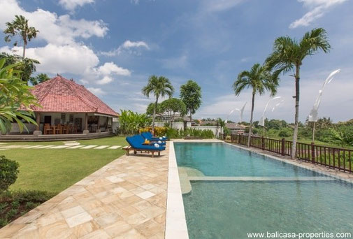 Junno villa in Canggu with 5 bedrooms for rent. Scenic views on the rice fields