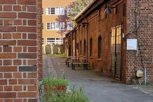 Das Torhaus zwischen neuer und alter Fabrik