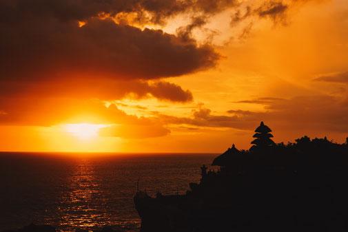 Sonnenuntergang am Tannah Lot Wassertempel