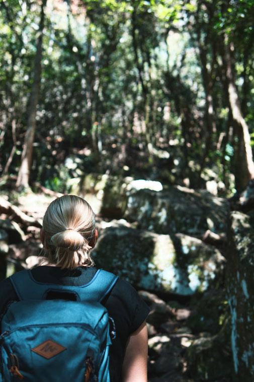 Steffi schaut den Skeleton Gorge hinauf