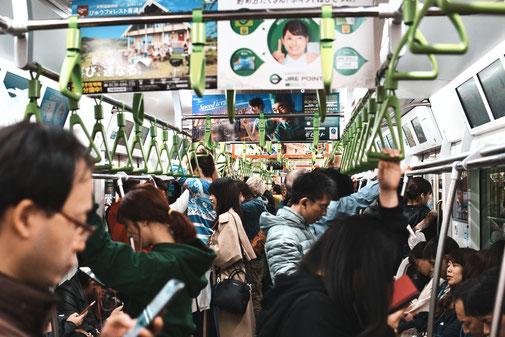 Überfüllter Zug in Tokyo
